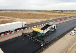 Trabajos de asfaltado en autovía A-68